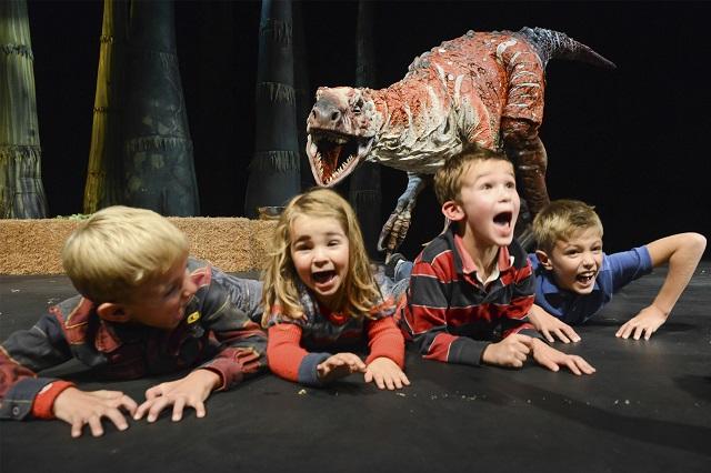 恐竜どうぶつ園2018〜Erth's Dinosaur Zoo〜 ティラノサウルス×トリケラトプスの戦い?!