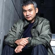 サトシ・トミイエ (Satoshi Tomiie)