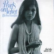 Pearls On Velvets