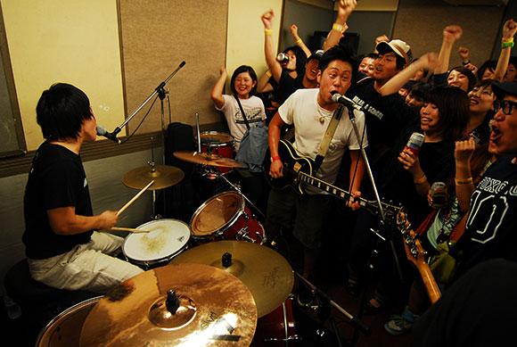 【HMVインタビュー】3ピースメロディックLACK OF SENSE初アルバム!