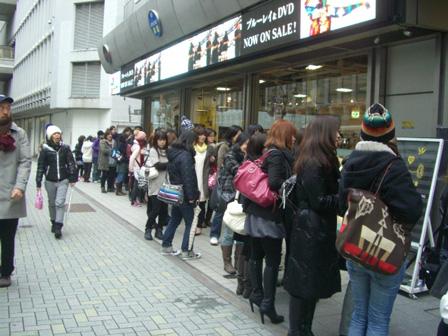 開店前の長蛇の列