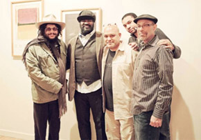 ニューヨーク、シア・サウンド・スタジオにて 左から)ドン・ウォズ(ブルーノート・レコード社長)、グレゴリー・ポーター、ブライアン・バッカス(プロデューサー)、パスカル・ボッド(ユニバーサル・ミュージック・クラシックス&ジャズ、プロダクト・マネージャー)、カマウ・ケニヤッタ(アソシエイト・プロデューサー)