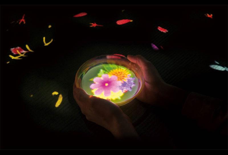 小さきものの中にある無限の宇宙に咲く花々