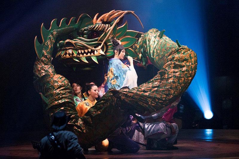 松任谷由実の収入源のコンサートツアー,竜が出る演出,ユーミン