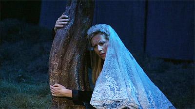 第4幕でエドガールの死を嘆くフィデーリア