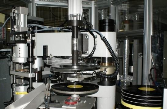 アナログレコード用のプレス機