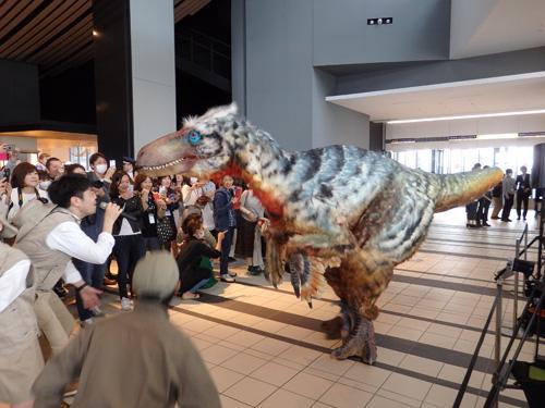 恐竜ユタラプトル登場!